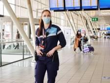 Bijna alle medewerkers van Schiphol lopen voortaan in kleding die in Uden gemaakt is