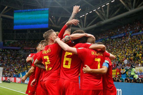 De Rode Duivels vallen elkaar in de armen op 6 juli 2018. De dag dat België vijfvoudig wereldkampioen Brazilië klopte.