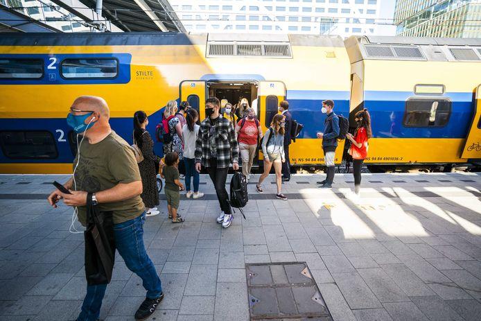 Reizigers in de ochtendspits op station Utrecht Centraal deze week.