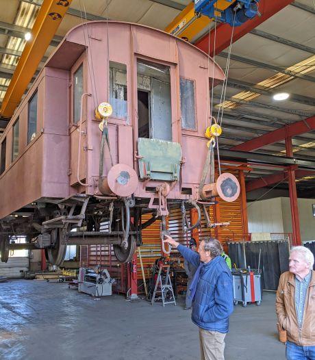 Duitse aanwinst voor de Stoomtrein Goes-Borsele is aangekomen in Zeeland, nu nog een nieuw kleurtje