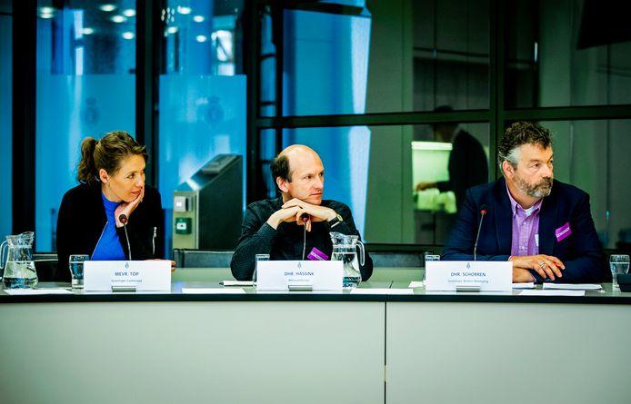 Susan Top, Groninger Gasberaad, Evert Hassink, Milieudefensie en Derwin Schorren, Groninger Bodem Beweging, tijdens een rondetafelgesprek in de Tweede Kamer over de gaswinning uit het Groningenveld.