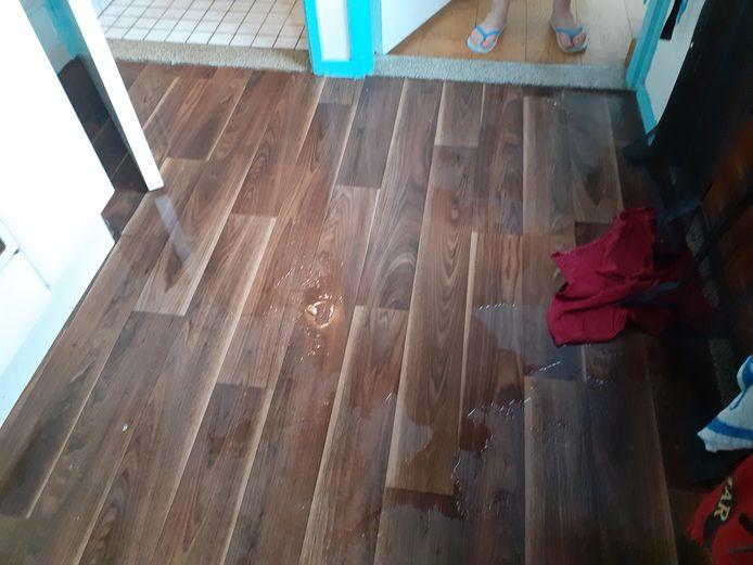 Bij de familie Poirters stroomde het water vanonder de wc naar de keuken, huiskamer en de bijkeuken.