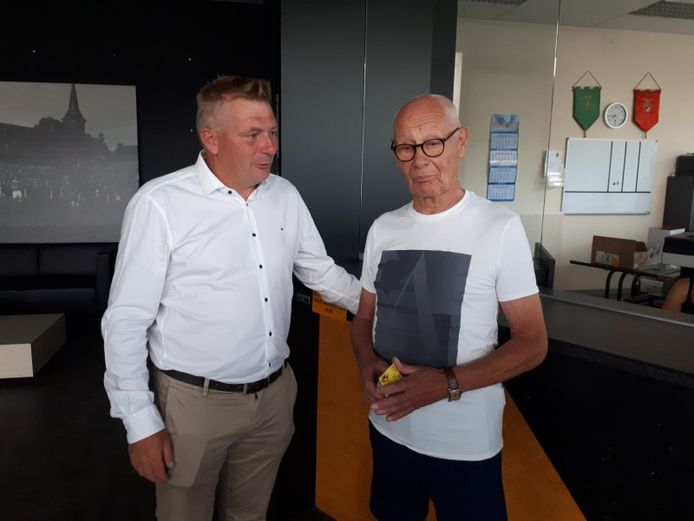 Een foto van drie jaar geleden, toen Marcel Vets (r.) Lierse Kempenzonen (de opvolger van het failliete Lierse SK) bezocht. Links op de foto huidig voorzitter Luc Van Thillo.