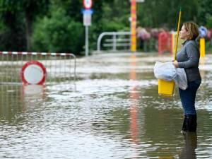 """Suite aux inondations, ils sont tombés malades durant le nettoyage de leur habitation: """"Je crache même du sang"""""""