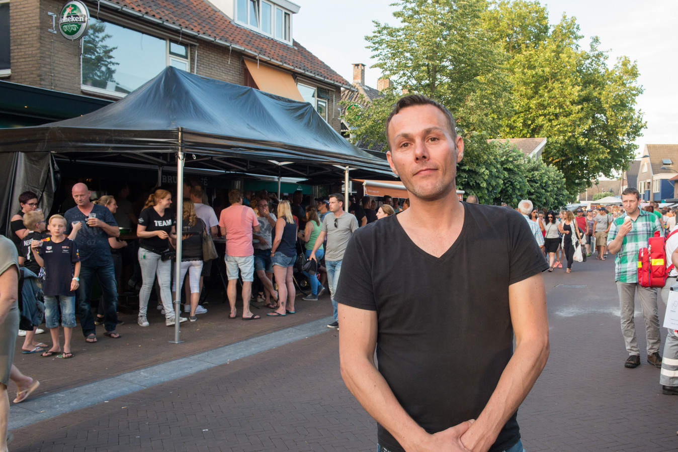 Casper Meijbaum in 2017 voor zijn voormalige kroeg Bar Twinns in de Stationsstraat