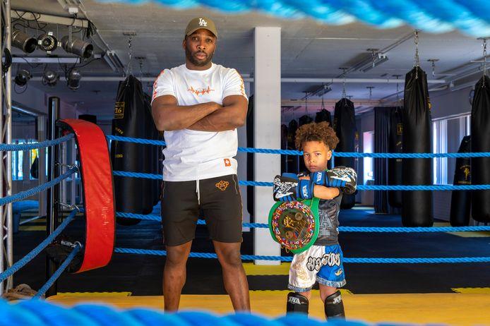 Viervoudig wereldkampioen kickboksen Boy Boy Martin met zoontje Duane.