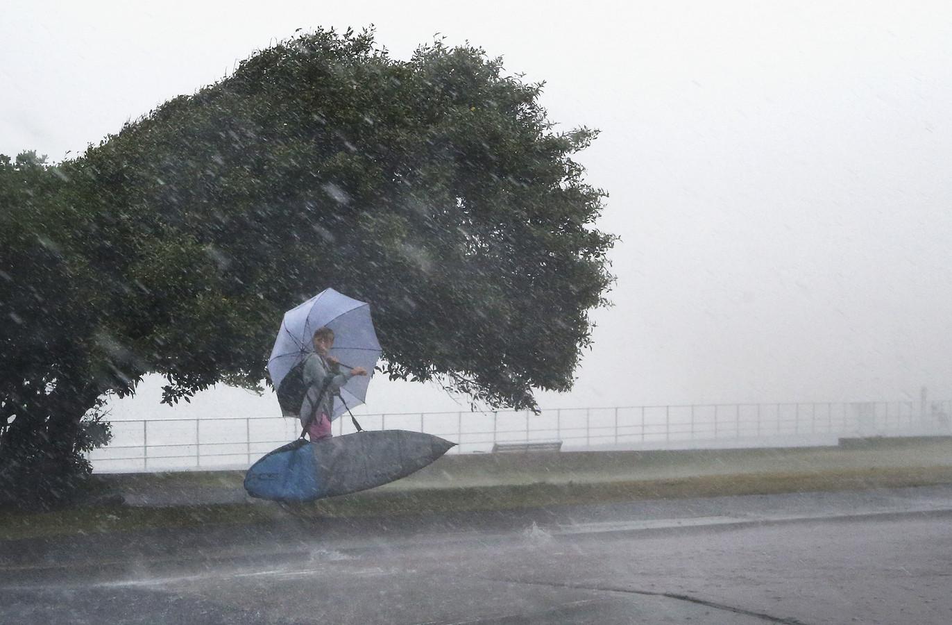 Op het strand van Sydney vielen woensdag hagelstenen zo groot als golfballen