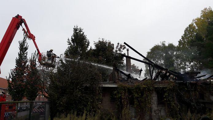 Nablussen na brand kerkje van 'Prijt' aan de Iepenlaan Eindhoven.
