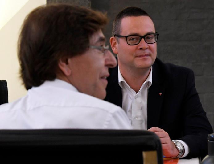 Raoul Hedebouw et Elio Di Rupo.