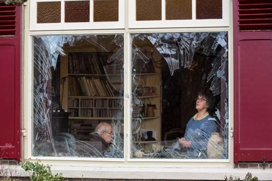Veertig ruiten sneuvelden in Opijnen, waaronder die van het huis van echtpaar Bas en Riet Hartman.