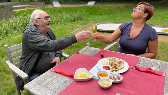 Wijkcentra verwelkomen weer bezoekers en bieden opnieuw warme maaltijden aan, wijkteams rollen activiteiten uit zoals tochten en zomerterrassen