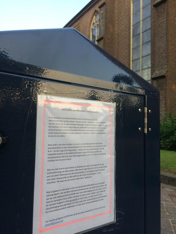 Overbuur Schuurman hing de oproep tot een petitie op beide bakken.