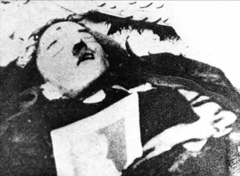 Deze foto zou het lichaam tonen van Hitler. Beeld photo_news