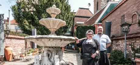 Bedrijfsleiders van ijssalon Talamini in Winterswijk vinden handhaven van terrasregels knap ingewikkeld