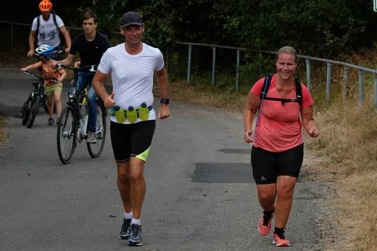 Esther van der Heijden in actie tijdens een Kustmarathontraining.