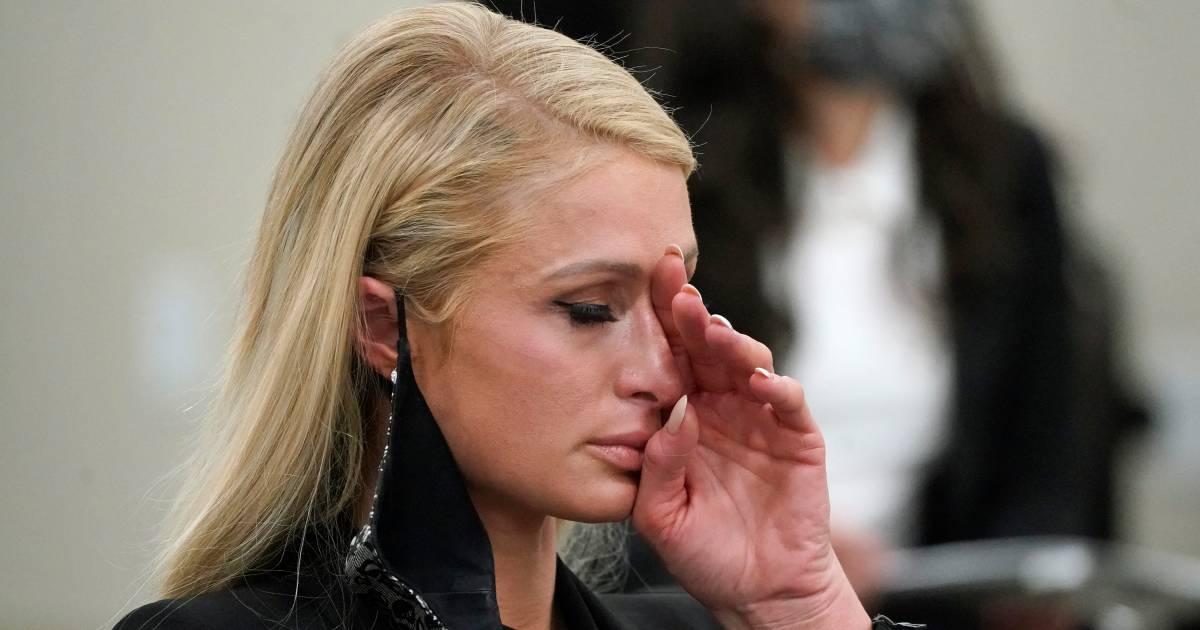 Paris Hilton getuigt tegen kostschool: 'Ik werd gekidnapt, naakt gefouilleerd en opgesloten' - De Gelderlander