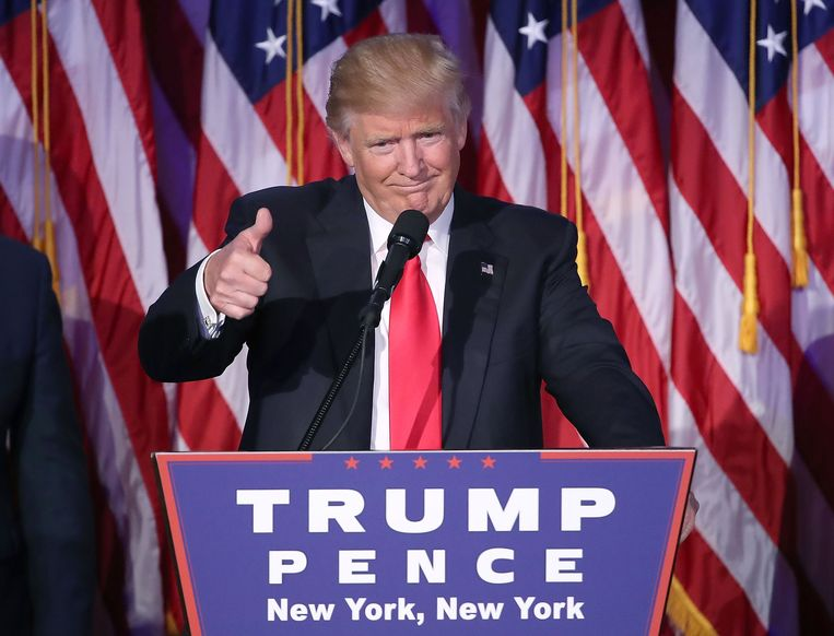 NEW YORK, NY - NOVEMBER 09: Republican president-elect Donald Trump gives a thumbs up to the crowd during his acceptance speech at his election night event at the New York Hilton Midtown in the early morning hours of November 9, 2016 in New York City. Donald Trump defeated Democratic presidential nominee Hillary Clinton to become the 45th president of the United States.   Mark Wilson/Getty Images/AFP == FOR NEWSPAPERS, INTERNET, TELCOS & TELEVISION USE ONLY == Beeld AFP