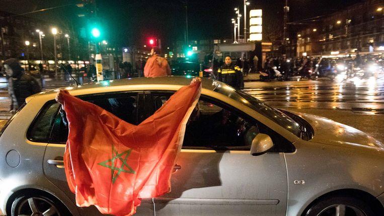 Fans van het Marokkaanse voetbalelftal vieren feest op het Amsterdamse Mercatorplein, nadat het Marokkaanse elftal zich plaatste voor het WK. Beeld anp