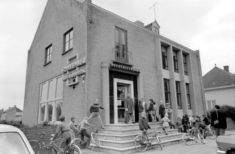 Filiaal van de Boerenleenbank in het Brabantse Sint Anthonis, 1966. Beeld anp