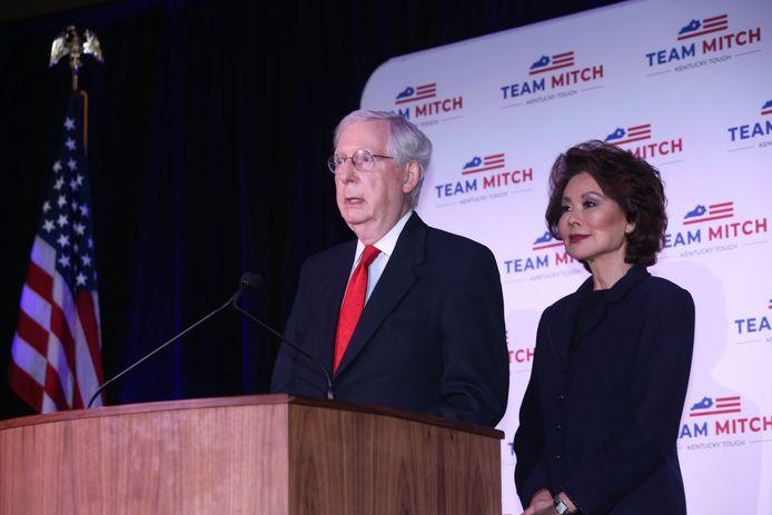 Mitch McConnell (78) spreekt de pers toe na het opnieuw binnenhalen van zijn Senaatszetel.