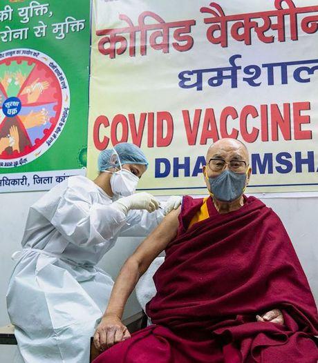 Le Dalaï Lama se fait vacciner contre la Covid-19