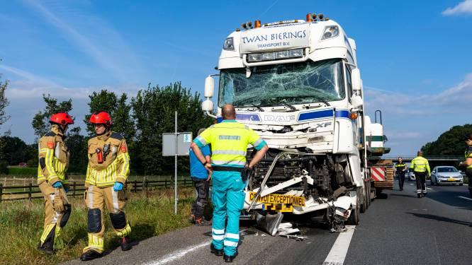 Olie op wegdek A59 bij Raamsdonk na botsing tussen vrachtwagens