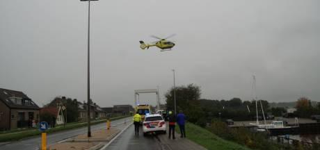 Voetganger geschept in Zwartsluis: traumahelikopter opgeroepen