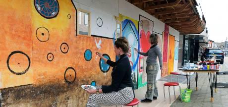 Schilderkunst zorgt voor 'positieve vibe' op de Kerkbuurt in Sliedrecht