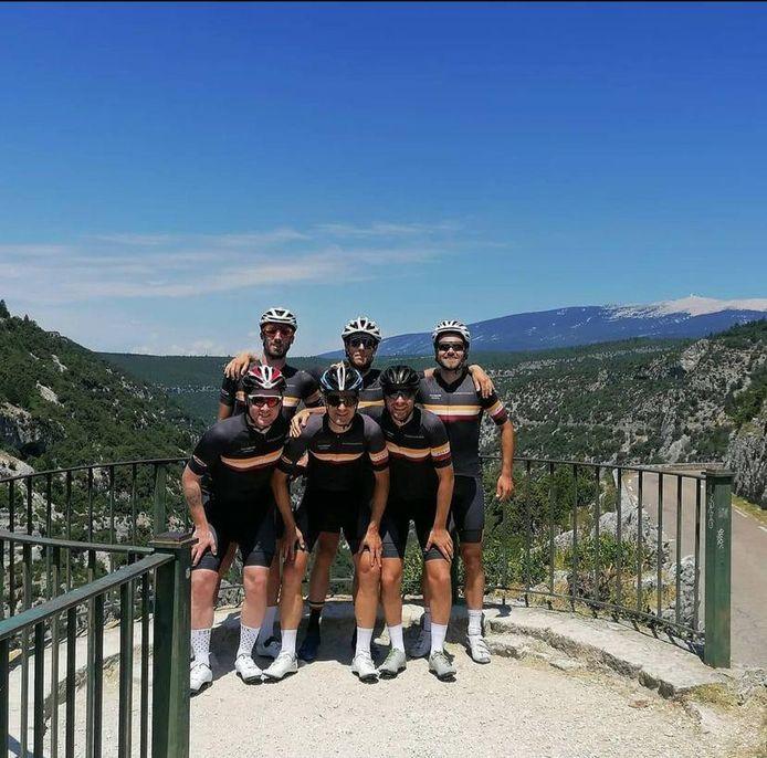 De Remorqueskes zijn fietsvrienden die zich nu inzetten voor het goede doel.