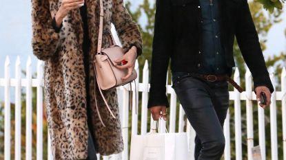 Lenny Kravitz slaat Victoria's Secret-model aan de haak