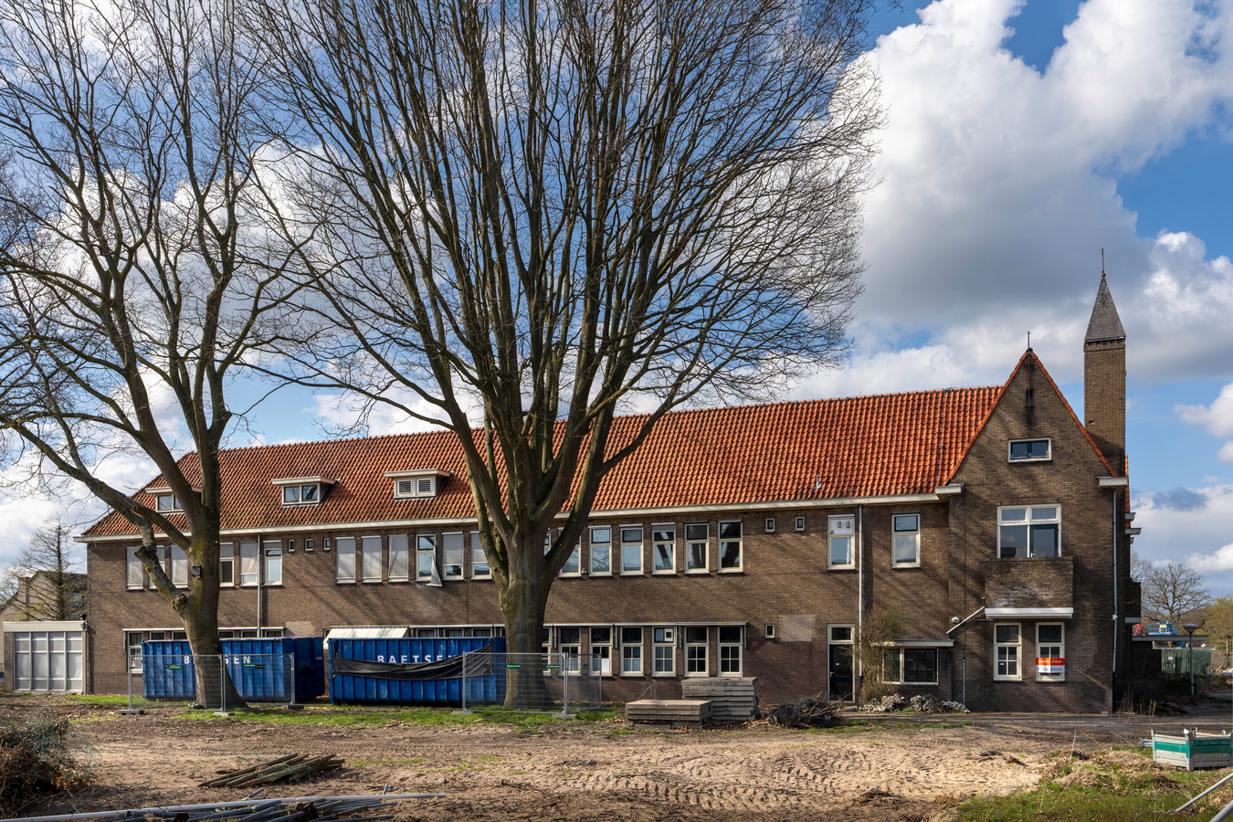Een nieuwe naam - Het Langenlindenhuis - en nieuwe bewoners voor het hoofdgebouw op het terrein van voormalig zorgcentrum Lindenlust in Boxtel.