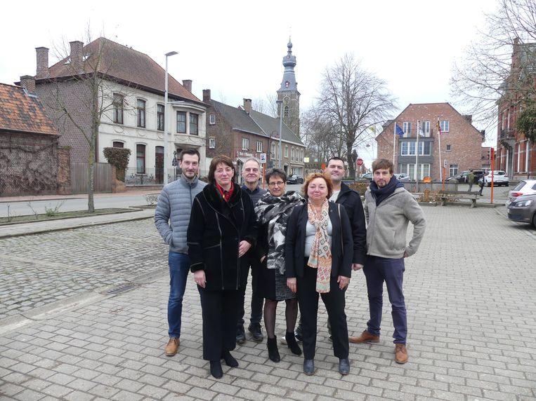 De dorpsraad van Hansbeke: Bart Dewulf van de werkgroep intern bestuur en de kerngroep bestaande uit Lieve D'haenens, Wouter Langeraert, Nele Union, Carine Dierickx, Dimitri Beyens en Leander Viaene.
