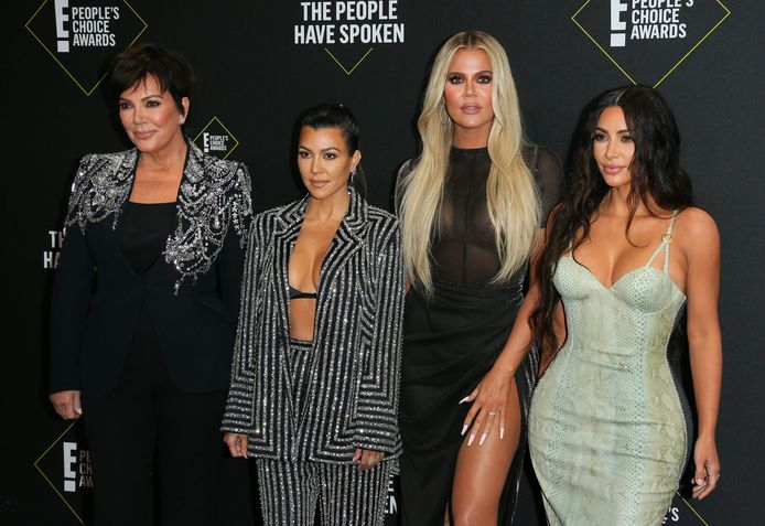 Vlnr: 'momager' Kris Jenner, Kourtney Kardashian, Khloe Kardashian en Kim Kardashian
