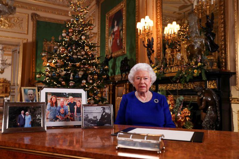 De Britse koningin Elizabeth leest haar kerstboodschap voor.