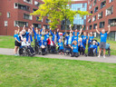 De hele groep enthousiaste sporter bij de bootcamp.