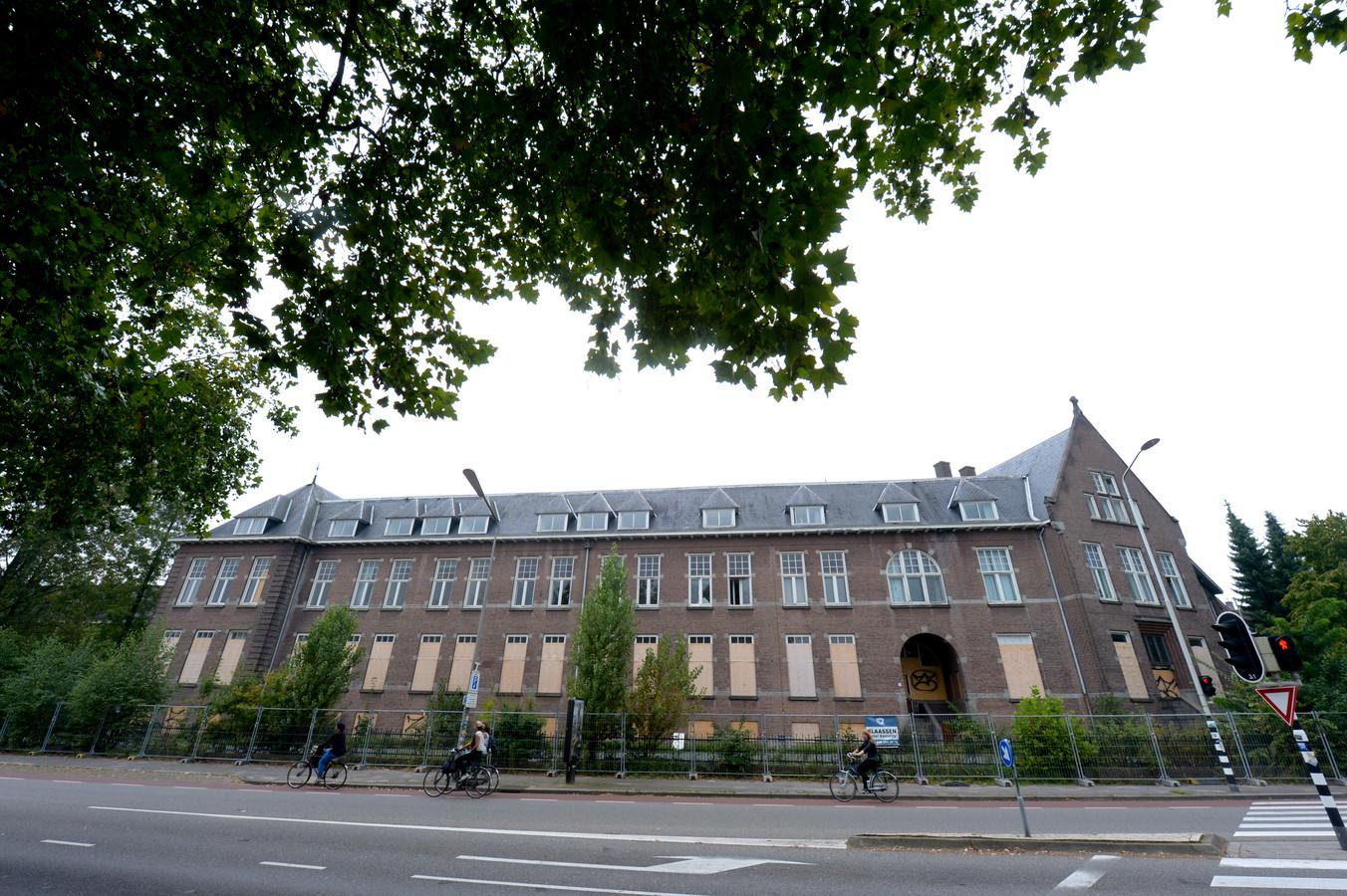 Het klooster aan de hoek Groesbeekseweg/Heijendaalseweg in latere tijden.
