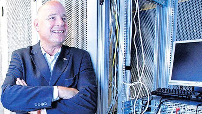 Bix Jacobse in zijn datacenter in de Spaanse Polder.