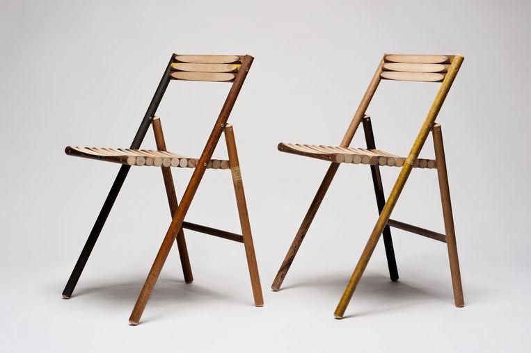 De stelen van oude bezems, scheppen en harken worden door ontwerper Reinier de Jong gebruikt voor zijn 'Steel'-klapstoelen, €189. stilst.com Beeld