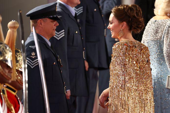 Kate arriveert bij de rode loper.