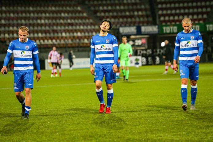 Thomas van den Belt, Yuta Nakayama en Jesper Drost (vlnr) stappen zaterdag tegen Sparta (3-2) balend van het veld. Wederom gaf PEC Zwolle in de slotfase een zeker punt weg.