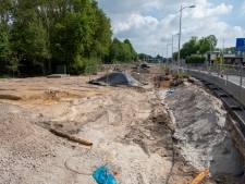 Asbest, glas én tapijt onder het asfalt: werk aan weg tussen Heerde en Epe acuut stilgelegd