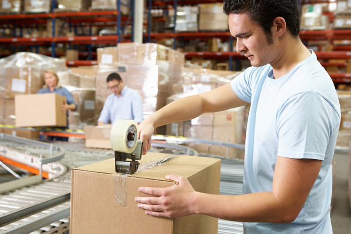 Foto ter illustratie. In veel magazijnen en distributiecentra is het sinds de corona-uitbraak extra druk.