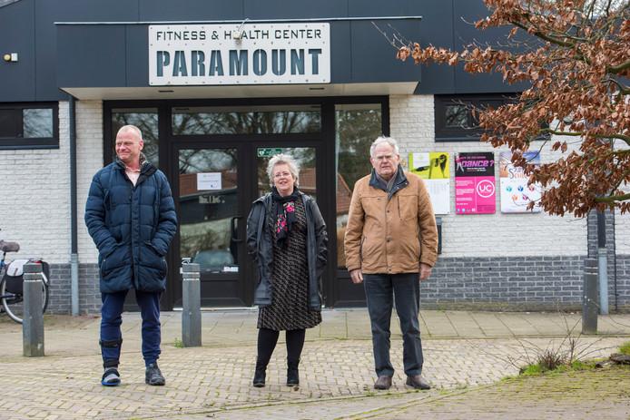 Leon van Meijel (initiatiefnemer en eigenaar Paramount), Bert Baselmans (voorzitter Seniorenraad) en Saskia van den Broek (coördinator Goedvoormekaarwaalre) hebben de handen ineen geslagen.