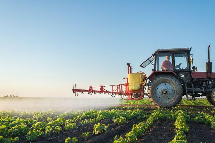 Landbouwers mogen mits een vergunning door een speelstraat rijden om hun akkers of weilanden te bereiken.