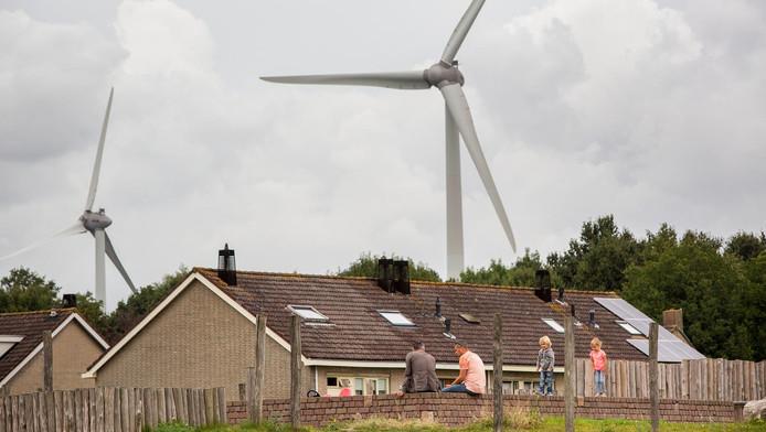 Bewoners zijn bang dat de windmolens fijnstof naar hun dorpen verspreiden.