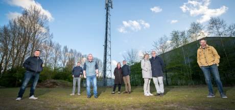 Apeldoorners protesteren tegen nóg meer 5G-straling in hun buurt: 'Vroeger dacht men ook dat asbest niet gevaarlijk was'