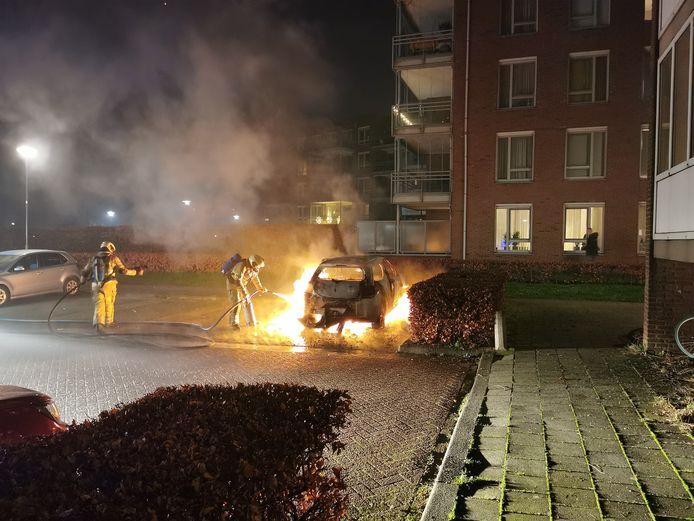 De eerste autobrand van 2021 in de regio Utrecht was aan het Schrijverspark in Veenendaal.