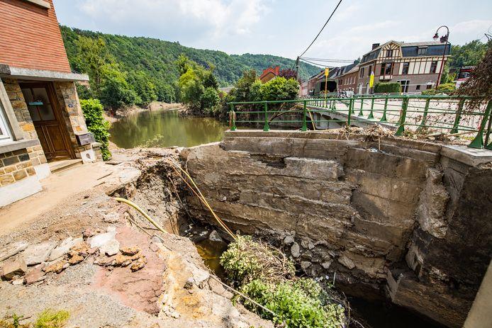 De ravage in het Luikse Trooz.  Onder meer in deze zwaar getroffen gemeente zijn spoedwerkzaamheden aan de riolering gestart om nieuwe overstromingen te voorkomen.