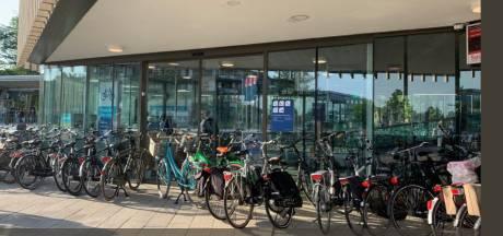 Fietsenstallingshouder verslaapt zich: hele rits foutparkeerders bij NS-station Harderwijk