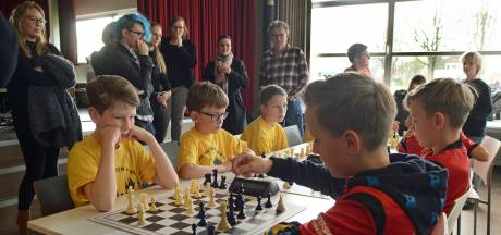 Een schoolschaaktoernooi zit er niet in, maar bij Schaakvereniging Zierikzee laten ze het hoofd niet hangen